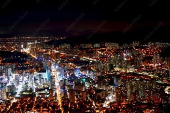 Widok Na Miasto Nocą 179696052 Miasta Plakaty